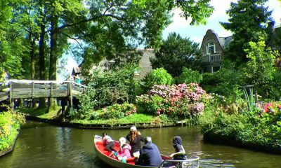 This Dutch village of Giethoorn has no roads or cars